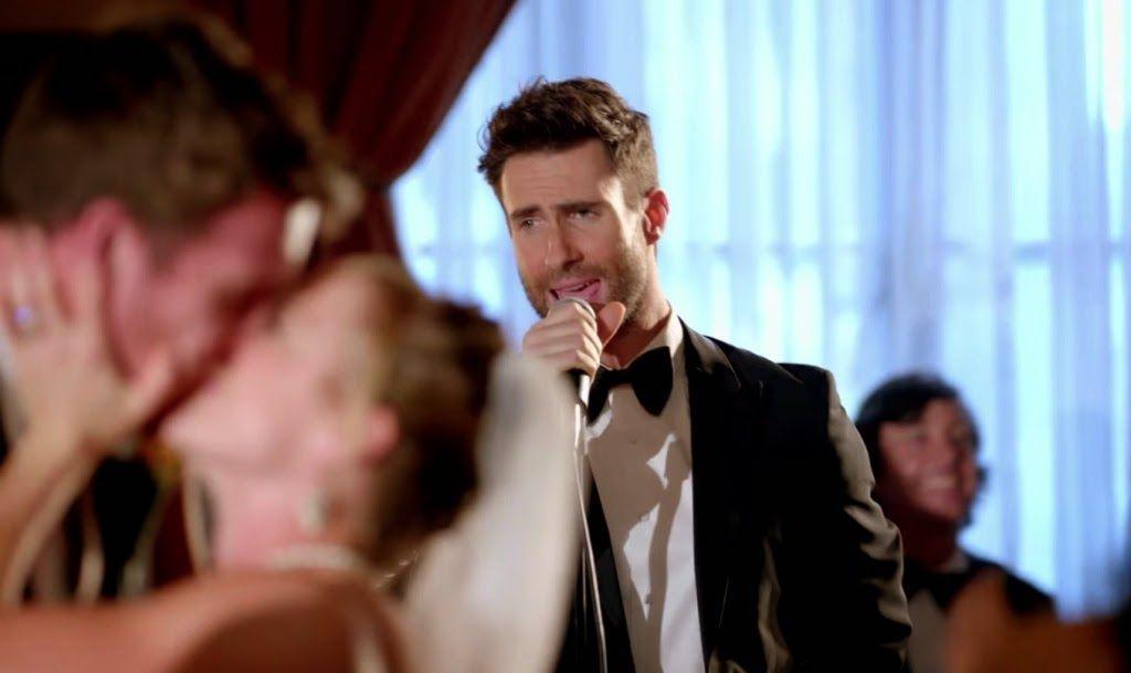 Una pedida diferente… con Maroon 5 como compinches